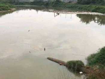 Pencemaran minyak diesel di Sungai Selangor menyebabkan empat loji rawatan air terpaksa dihentikan operasi dan memberi kesan kepada lebih sejuta pengguna.