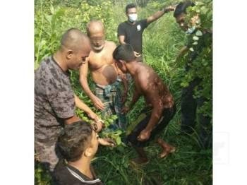 Beberapa warga asing cuba melarikan diri ke arah semak namun berjaya ditahan penguat kuasa.