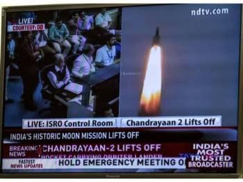 Detik bersejarah pelancaran Chandrayaan-2 itu turut disiarkan stesen TV.