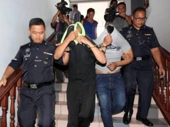 Tertuduh berbaju hitam selepas keluar dari Mahkamah Majistret Ayer Keroh, di sini hari ini.