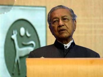 Tun Dr Mahathir Mohamad berucap melancarkan Strategi Kebangsaan Bagi Literasi Kewangan 2019-2023 di Sasana Kijang, Bank Negara hari ini. Kerajaan akan menyegerakan penggubalan Akta Pengguna Kredit bagi melindungi kepentingan pengguna, dan menggalakkan pasaran kredit yang sihat. - FOTO BERNAMA