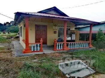 Bangunan lama Rela yang kini menjadi bangunan Persatuan MBFM Felda Lok Heng Selatan selepas dibaikpulih hasil peruntukan diberikan menteri besar sebanyak RM20,000.