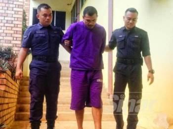 Tertuduh mengaku tidak bersalah memukul isterinya selepas dihadapkan ke Mahkamah Sesyen Temerloh hari ini.