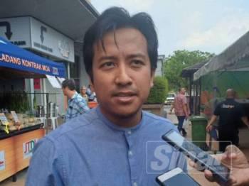 Najwan ketika menjawap pertanyaan pemberita pada sidang akhbar selepas Majlis Perasmian Program Jualan Terus Dari Ladang (JTDL) di SACC Mall, di sini petang tadi.