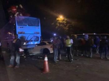 Keadaan kereta dan bas selepas terbabit dalam kemalangan berkenaan.
