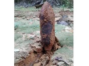 Bom lama yang dijumpai di ladang kelapa sawit Blok 12 Felda Air Tawar 4, Khamis lalu berjaya dimusnahkan semalam.