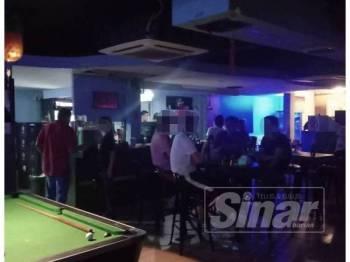 Sebuah pusat hiburan di Taman Eng Ann, Klang, yang digempur polis menerusi Ops Noda, kelmarin.