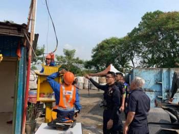 Kerja penguatkuasaan dijalankan pihak berkuasa di kawasan terlibat.