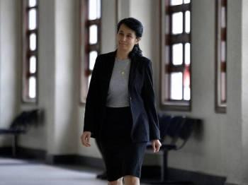 Bekas Pengurus Perhubungan AmBank, Joanna Yu Ging Ping, 48, antara saksi yang memberi keterangan di Mahkamah Tinggi bagi prosiding perbicaraan kes bekas Perdana Menteri Datuk Seri Najib Tun Razak membabitkan dana SRC International Sdn Bhd di Kompleks Mahkamah Kuala Lumpur hari ini. - Foto BERNAMA