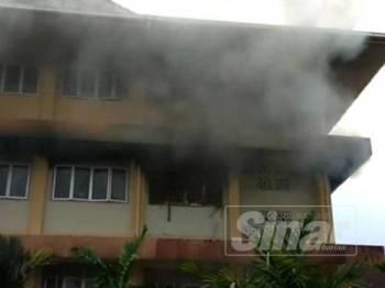 Kebakaran di sebuah stor bangunan asrama SMK Pelong berjaya dipadam dan dikawal dari merebak ke bahagian lain