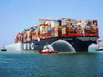 Kapal mega, MSC Gulsun yang berlabuh di PTP baru-baru ini.