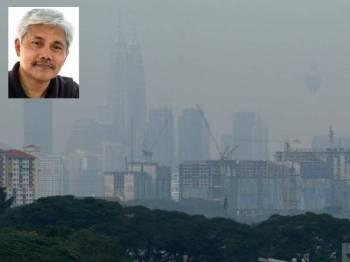 Pemandangan Menara Berkembar Petronas (KLCC) dan Menara Kuala Lumpur yang terjejas dengan jerebu akibat kebakaran hutan di lima wilayah di Indonesia ketika tinjauan di sekitar ibu kota semalam. Gambar kecil: Prof Dr Ahmad Ismail