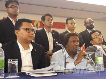 Abdul Kadir pada sidang media selepas Mesyuarat Pertama Dewan Pemuda Ikatan Malaysia dan Majlis Penyampaian Watikah Dewan Pemuda Ikatan Malaysia hari ini.