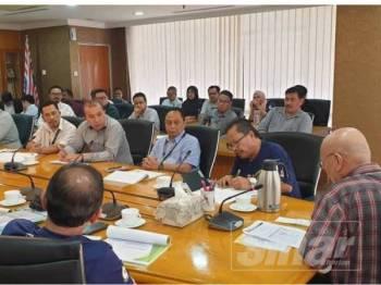 Nor Hisham bertemu syarikat penyelenggara lif PPR dan PA susulan kejadian lif terhempas di PPR Kerinchi Jumaat lalu.