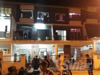 Keadaan rumah dipercayai dijadikan hostel pekerja di Taman Scientex Senai.