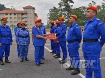 Lima pegawai UiTM Kelantan ditauliahkan sebagai pegawai bersekutu pada Majlis Penutup Program Sispa Challenge dan Majlis Pentauliahan Pegawai Bersekutu UiTM di sini.