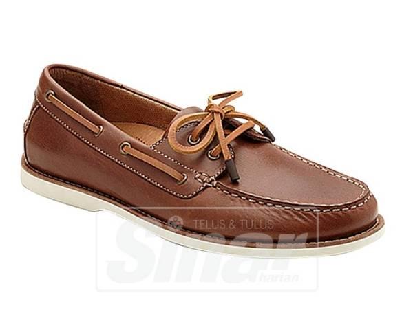 JIKA ada sedikit bajet, tidak salah belanjakan wang untuk membeli kasut jenama Llyod.