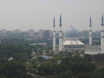 Pemandangan Masjid Sultan Salahuddin Abdul Aziz Shah -Foto BERNAMA