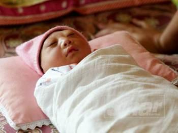 Nur Annissa yang dilahirkan tiada tempurung kepala sejak 4 Ogos lalu.