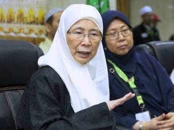 Timbalan Perdana Menteri Datuk Seri Dr Wan Azizah Wan Ismail (kiri) - Foto BERNAMA