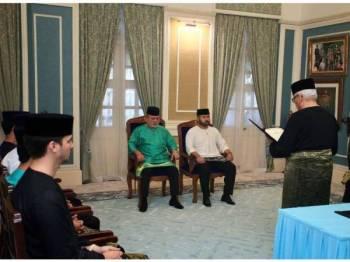Majlis pelantikan Tunku Ismail sebagai Pemangku Raja Johor telah diadakan di Istana Pasir Pelangi di sini, hari ini. -Foto Facebook HRH Crown Prince of Johor
