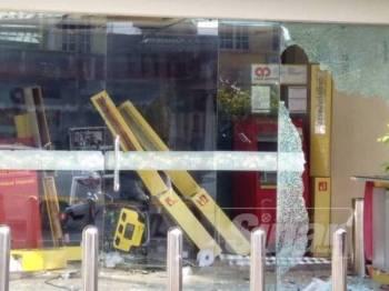 Keadaan lokasi tiga mesin ATM yang diletupkan perompak sekitar jam 6.30 pagi tadi.