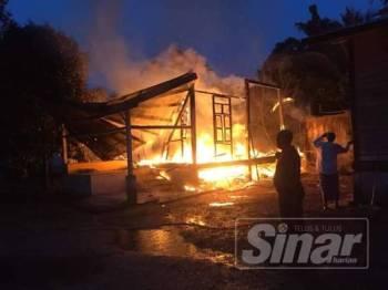 Rumah Ismail hangus 100 peratus dalam kebakaran di Kampung Kebakat.