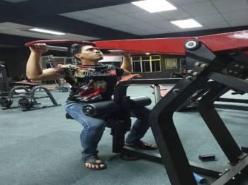 MESIN lengkap untuk membina otot badan.