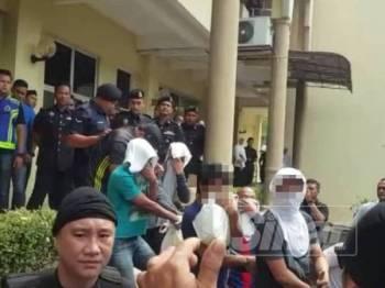 Tiada pengakuan direkodkan daripada 18 anggota kumpulan itu terhadap pertuduhan yang dibacakan di hadapan Hakim Syafeera Mohd Said.
