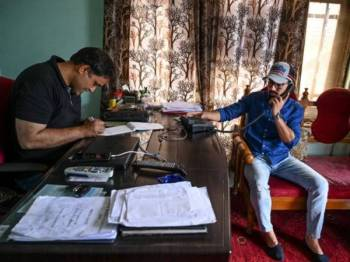 Talian komunikasi dipulihkan secara berperingkat di Srinagar selepas ia diputuskan selama hampir dua minggu.