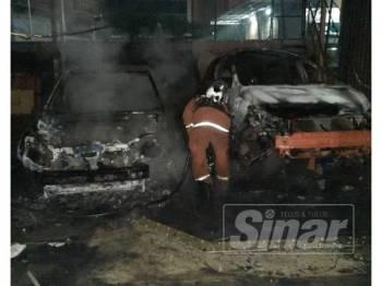 Antara kenderaan yang terlibat dalam kejadian kebakaran di sebuah bengkel kenderaan di Kota Damansara awal pagi tadi.