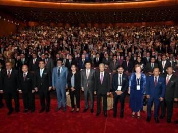 Perdana Menteri Tun Dr Mahathir Mohamad bergambar selepas merasmikan Kongres Statistik Sedunia, Institut Statistik Antarabangsa ke-62 hari ini.  FOTO: BERNAMA