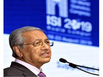 Perdana Menteri Tun Dr Mahathir Mohamad menyampaikan ucapan pada Majlis Perasmian Kongres Statistik Sedunia, Institut Statistik Antarabangsa ke-62 hari ini.- Foto Bernama