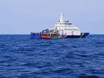 Sebuah bot nelayan tempatan yang ditahan kapal Pengawas Perikanan Indonesia.