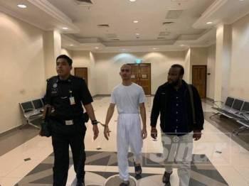 Islam Saimon yang merupakan warga Bangladesh dipenjara empat bulan selepas mengaku salah atas pertuduhan memberi suapan sebanyak RM551 kepada anggota polis.