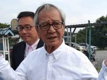 Yew Yin enggan mengulas lanjut mengenai keterangan diberikan selepas ditanya media sejurus keluar daripada Balai Polis Jelapang, di sini hari ini.