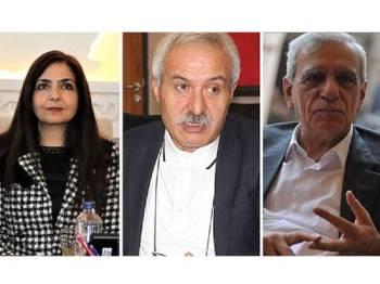 Ketiga-tiga Datuk Bandar dipecat kerana dituduh mempunyai hubungan dengan parti Pekerja Kurdistan (PKK) yang diharamkan.