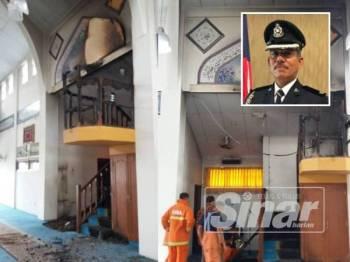 Kebakaran bermula dari atas mimbar masjid dan karpet di bawah mimbar. (Gambar kecil, Noh)