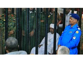 Bashir (duduk) mempunyai 94 peguam yang akan membela beliau atas kes rasuah.