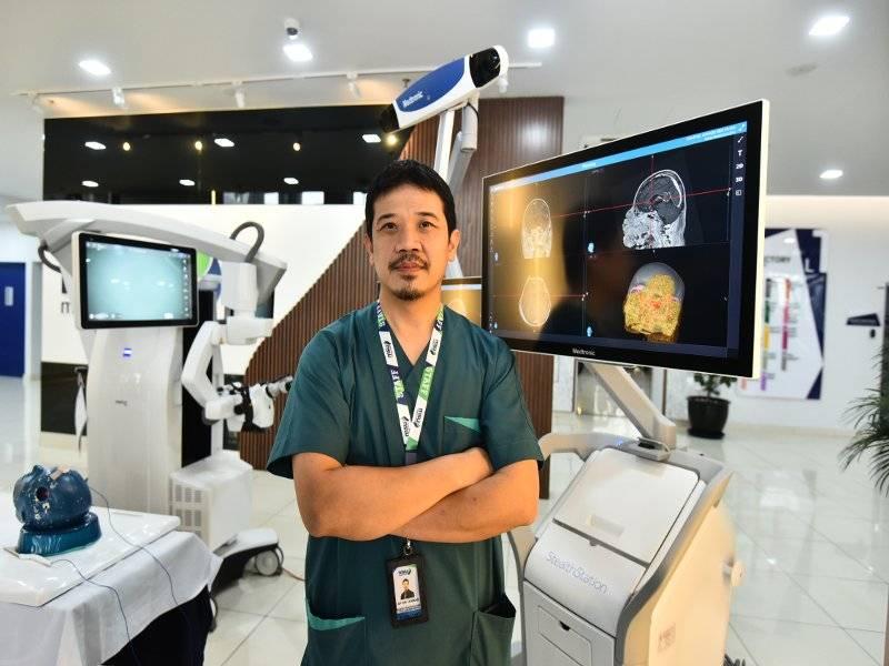 DR ZAHARIL