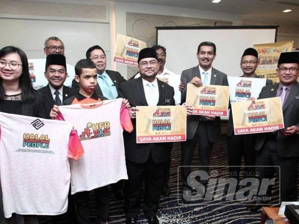Majlis Pelancaran Program Halal Fun Run 2019 dirasmikan oleh Mujahid bersama wakil dari pihak industri halal negara di Putrajaya. -Foto Sinar Harian ZAHID IZZANI