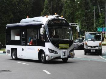 Singapura melancarkan percubaan bas tanpa pemandu semalam.