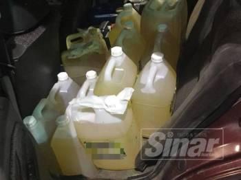 KPDNHEP menyita 29 tong petrol yang cuba diseludup dalam serbuan di sebuah stesen minyak di Pasir Pekan Tumpat.
