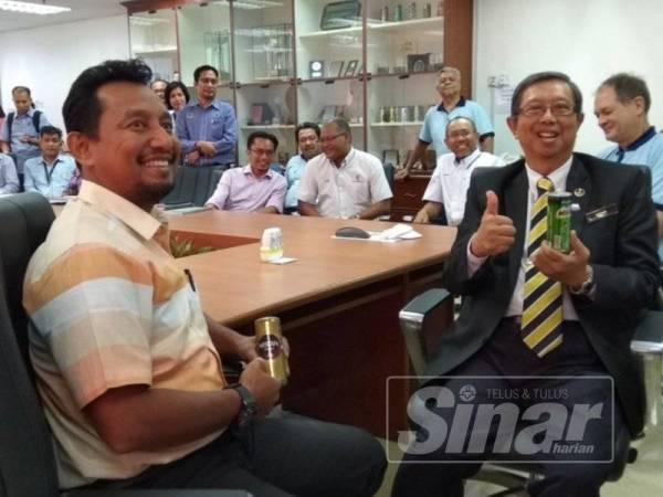 Mohammad Nizar pada sidang media di Kilang Nihon Canpack (Malaysia) di Taman Perindustrian Bemban hari ini.