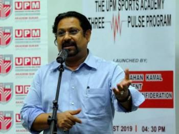 Presiden Konfederasi Hoki Malaysia (KHM) Datuk Seri Subahan Kamal menyampaikan ucapan ketika hadir pada program 'UPM Sports Academy Three Pulse' di Universiti Putra Malaysia, semalam. - Foto Bernama