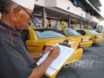 Sebahagian teksi yang beroperasi di Kuala Terengganu.
