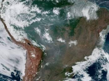 Gambar satelit kebakaran hutan di Amazon pada 16 Ogos lalu. - Foto NASA/NOAA/VIA REUTERS