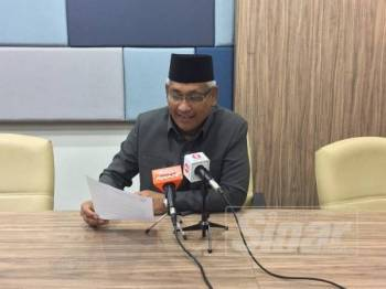 Abdul Aziz pada sidang media di pejabatnya di sini hari ini.
