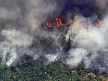 Pemandangan udara kebakaran di hutan hujan Amazon. - Foto AFP