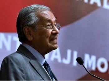 Perdana Menteri Tun Dr Mahathir Mohamad menyampaikan ucapan semasa menghadiri majlis makan malam bersama diaspora Malaysia di Vietnam malam ini.Dr Mahathir berada di Hanoi Vietnam bagi mengadakan lawatan rasmi selama tiga hari. - Foto Bernama